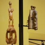 A gauche- masque surmonté d'une figure anthropomorphe - 58 cm   A droite- Masque - 43,8 cm