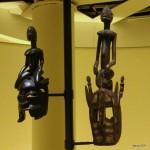 Deux masques surmontés d'une figure féminine - 57,8 et 85 cm